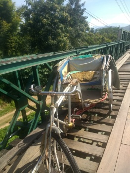 En route to Pai: olden tuk-tuks on the Japanese Memorial Bridge